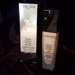 NWOT  Lancome Teint Idole Makeup
